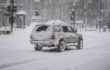 Removing snow from the roof of your car - tips and precautions